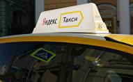 Автомобиль службы Яндекс-такси