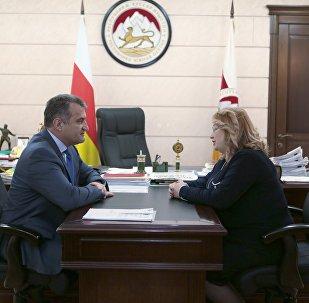 Встреча президента Южной Осетии с главой Верховного суда