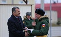Президент Южной Осетии поздравил российских военных с 23 февраля