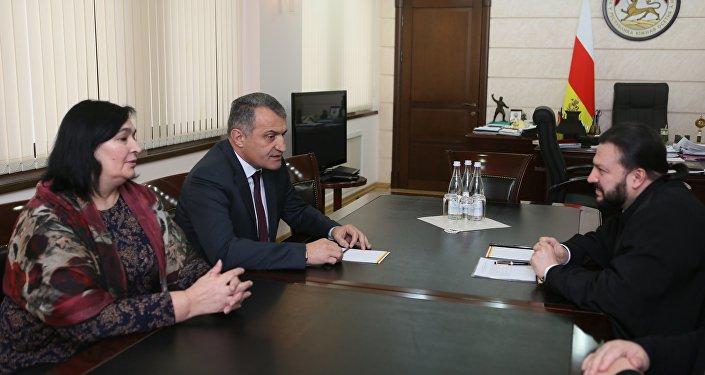 Встреча президента РЮО с архиепископом Владикавказским и Аланским