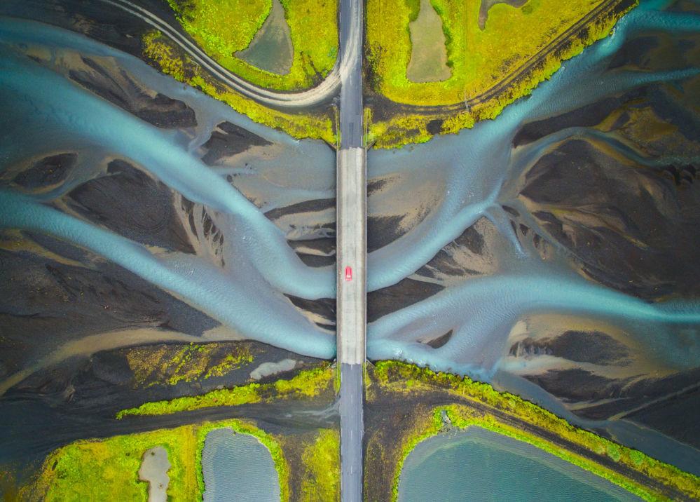 Снимок Patterns of Glacial River индийского фотографа Manish Mamtani из категории Travel (Open competition), вошедший в шортлист фотоконкурса 2018 Sony World Photography Awards
