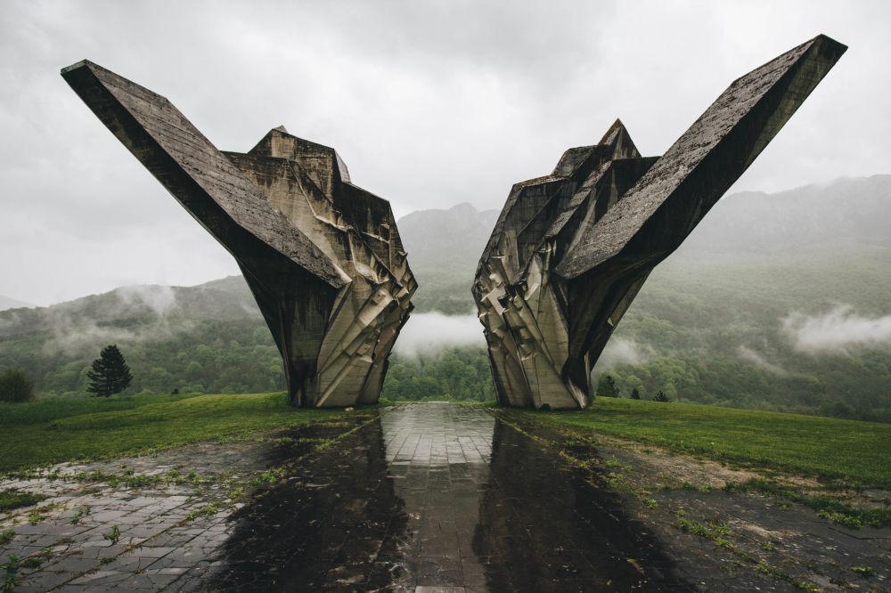 Снимок Tjentiste российского фотографа Анастасии Ряковской из категории Architecture (Professional), вошедший в шортлист фотоконкурса 2018 Sony World Photography Awards