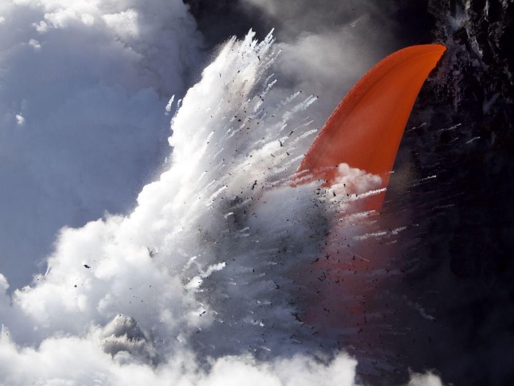 Снимок Lava explosion немецкого фотографа Michael Haisermann из категории Landscape & Nature, вошедший в шортлист фотоконкурса 2018 Sony World Photography Awards