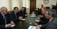 Встреча президента РЮО с главой Минэкономики РСО - Алания