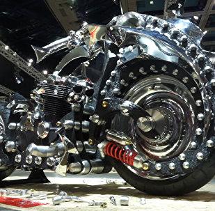 Железный зверь России: мотоцикл будущего представили в Москве