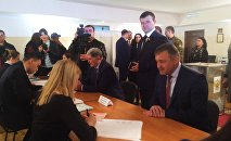 Президент Южной Осетии голосует в российском посольстве в Цхинвале