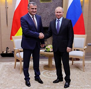 Президент РФ В. Путин и президент РЮО А. Бибилов
