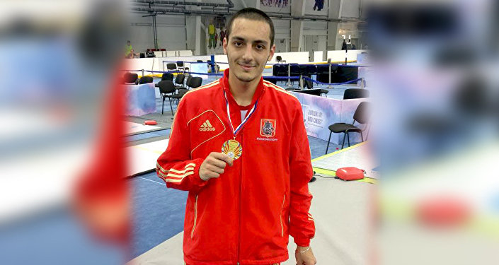 Алан Фардзинов стал победителем молодежного первенства по фехтованию