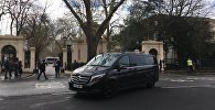 Высылаемые российские дипломаты покинули посольство в Лондоне