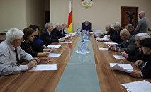Под руководством Эрика Пухаева состоялось первое совещание вновь созданной Терминологической комиссии (далее Комиссия) при Правительстве республики
