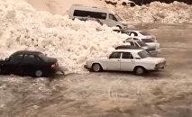 Сход лавины в Приэльбрусье попал на видео