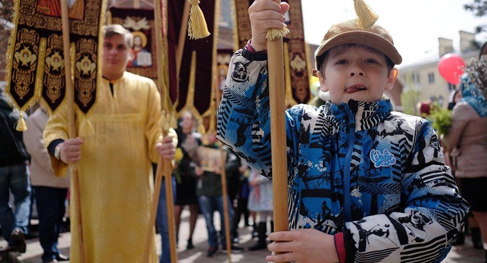 Детский крестный ход пройдет вПетербурге вВербное воскресение