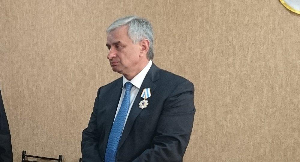Президент Абхазии Рауль Хаджимба в посольстве Абхазии в Южной Осетии