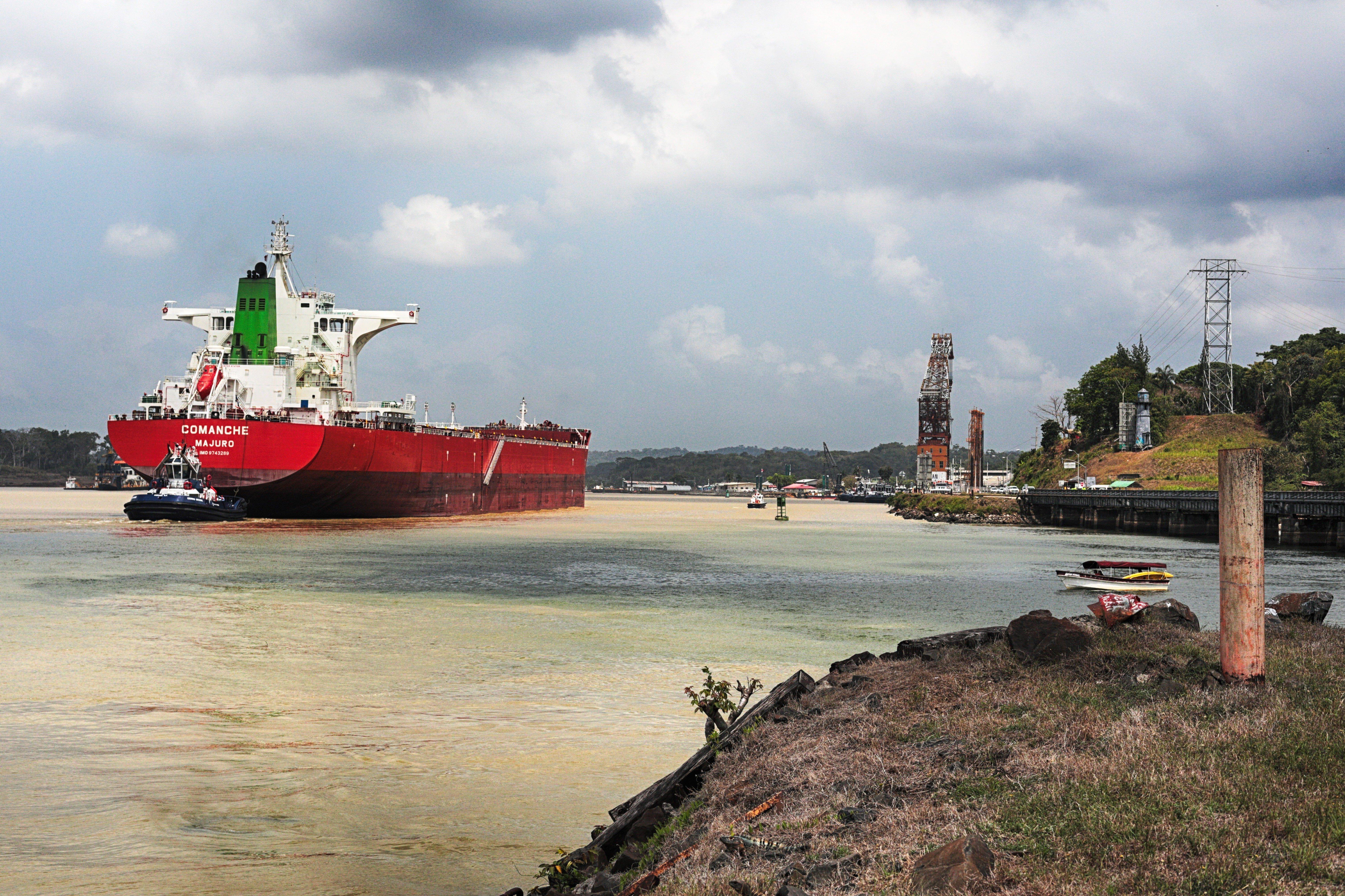 Панама – это далеко не футбол. Это Панамский канал – судоходный канал, соединяющий Тихий и Атлантический океаны