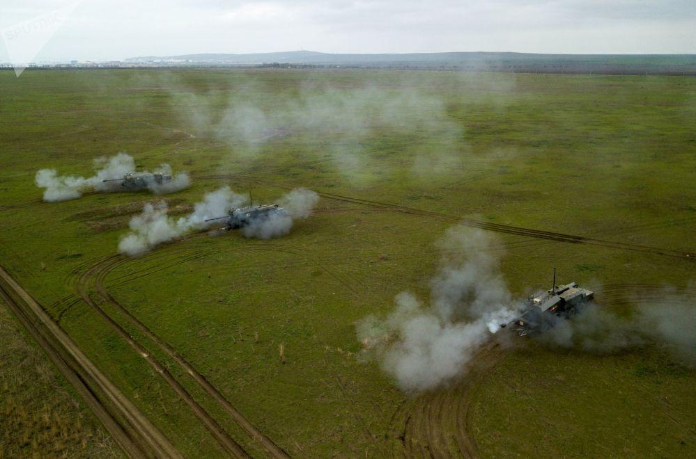Береговой самоходный артиллерийский комплекс А-222 Берег во время учений экипажей береговых ракетно-артиллерийских комплексов в Краснодарском крае