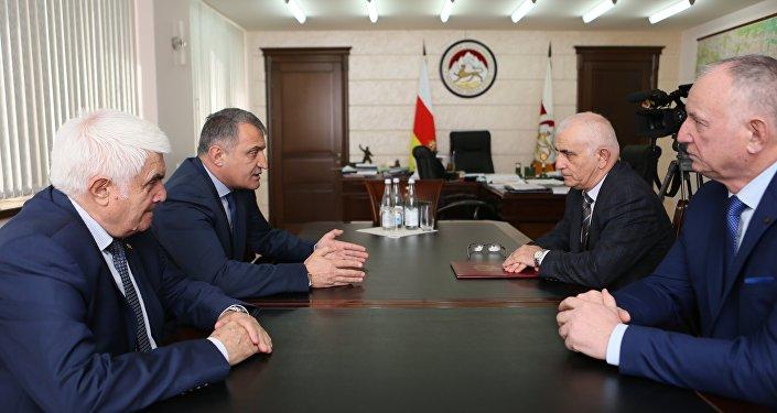 Президент РЮО встретился с с председателем МОД Высший совет осетин
