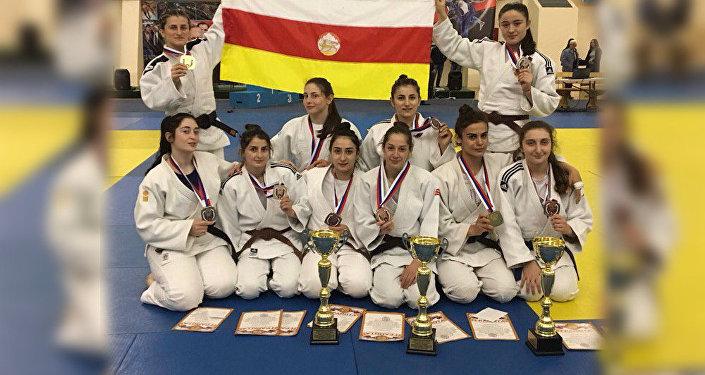 Женская сборная из Осетии завоевала 10 медалей по дзюдо