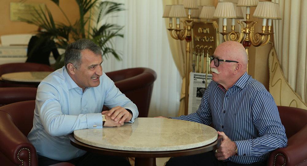 Бибилов провел встречу с главой компании БТК Таймуразом Боллоевым