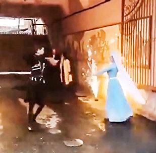 Житель Владикавказа встретил жену из роддома салютам
