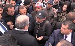 Саркисян побеседовал с лидером армянской оппозиции на митинге в Ереване