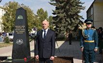 На открытии стелы миротворцам присутствовал бывший командующий ССПМ Марат Кулахметов
