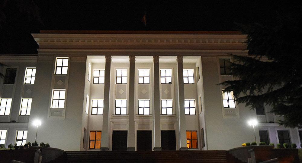 """Парламент и ЦИК договорились по """"цензу оседлости"""""""