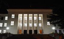 Здание Парламента в вечернем освещении