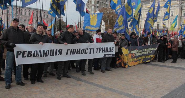 СПУТНИК_Националисты с портретами Бандеры прошли по Киеву в годовщину создания УПА
