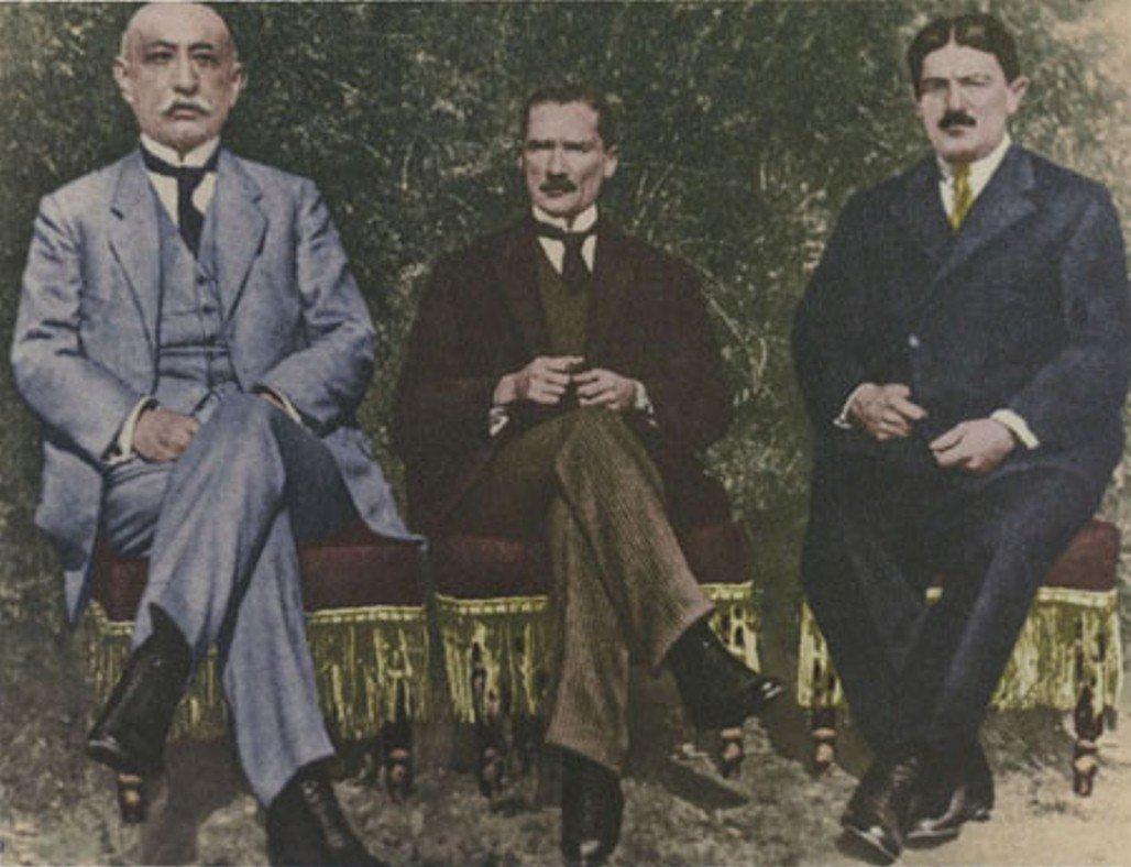 Бекир Сами (Кундух), Мустафа Кемаль (Ататюрк),  Абхаз Хусейн Рауф  (Орбай) в Сивасе 4-11 сентября 1919