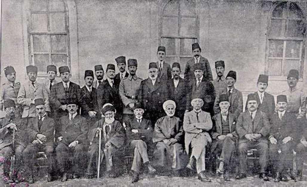 Мустафа Кемаль вместе с членами Сивасского конгресса (сентябрь 1919)