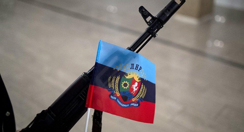 Центр Луганска захватили неизвестные вооруженные