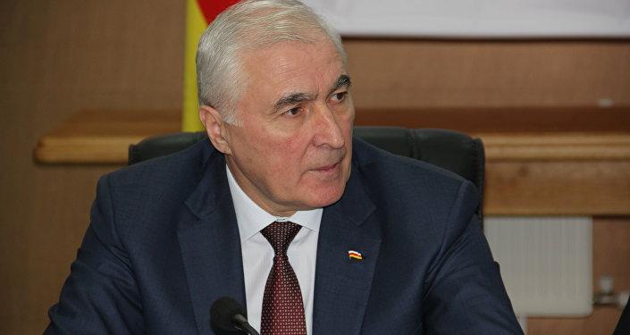 Леонид Тибилов на Международной научной конференции в Цхинвале
