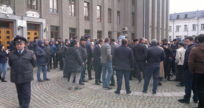 Пикет у здания правительства РСО-Алания