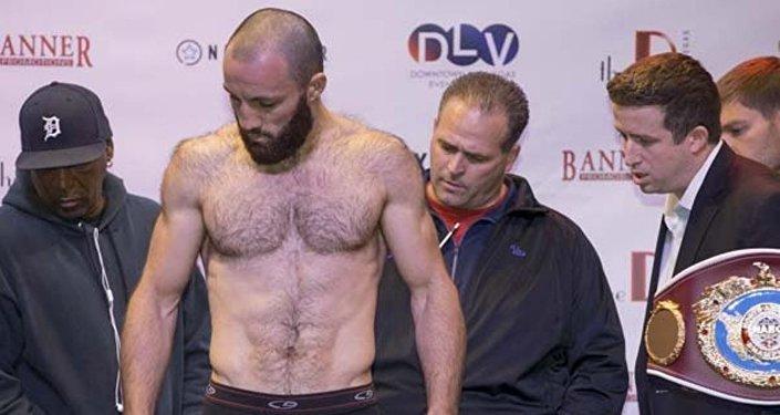 Аслан Козаев на взвешивании перед боем