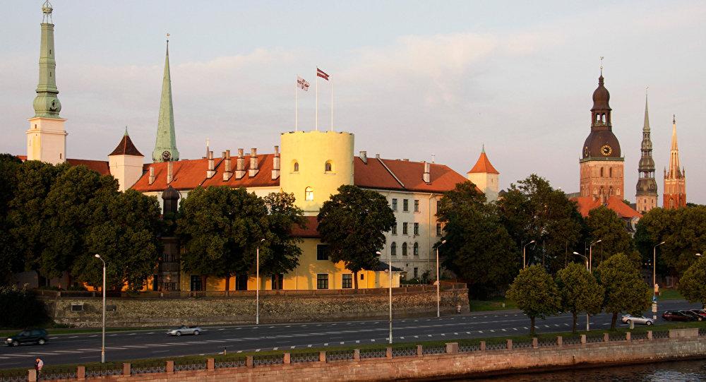 Вид на Президентский замок в Риге